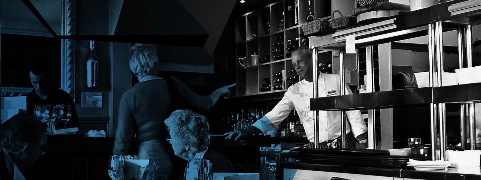 Kelner_za_barem_wąskie